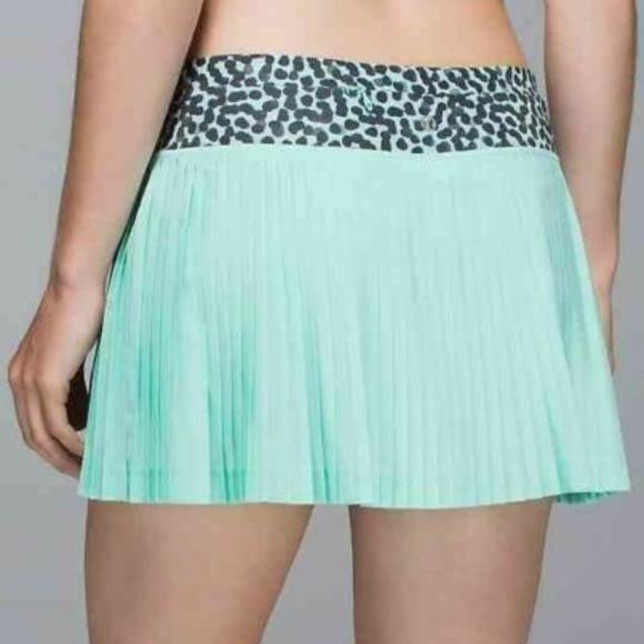 lululemon athletica Dresses & Skirts - Lululemon Pleat To Street Skirt Skort